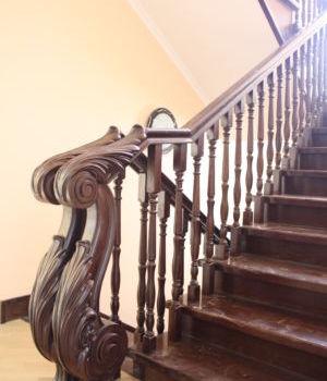 Классическая лестница Казань поселок Калуга